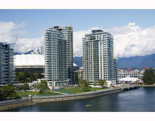 "Main Photo: 901 918 COOPERAGE Way in Vancouver: False Creek North Condo for sale in ""MARINER"" (Vancouver West)  : MLS®# V747517"