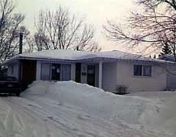 Main Photo: 46 SAWCHUK Bay in WINNIPEG: East Kildonan Single Family Detached for sale (North East Winnipeg)  : MLS®# 9604138