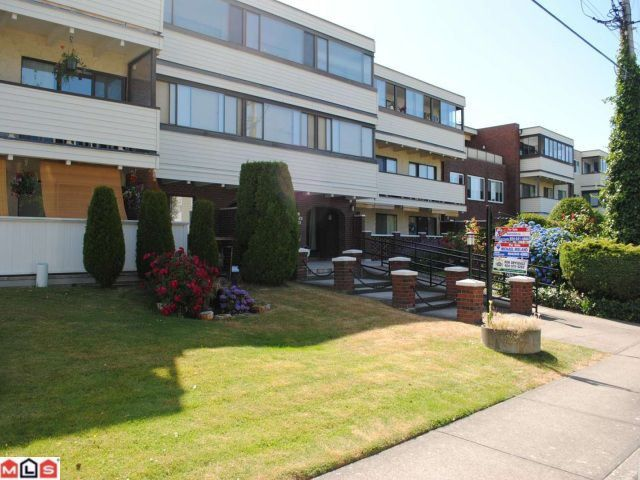 "Main Photo: 106 1448 FIR Street: White Rock Condo for sale in ""The Dorchester"" (South Surrey White Rock)  : MLS®# F1016497"