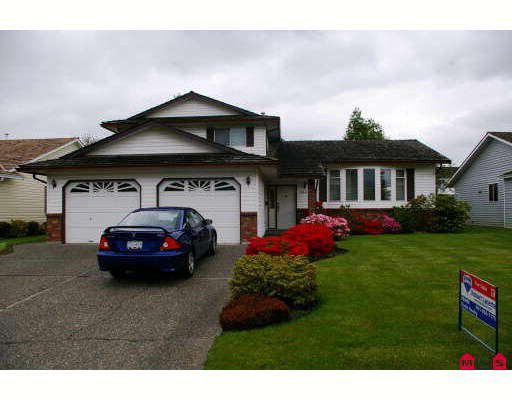 """Main Photo: 6884 COACH LAMP Drive in Sardis: Sardis West Vedder Rd House for sale in """"WELLS LANDING"""" : MLS®# H2901855"""