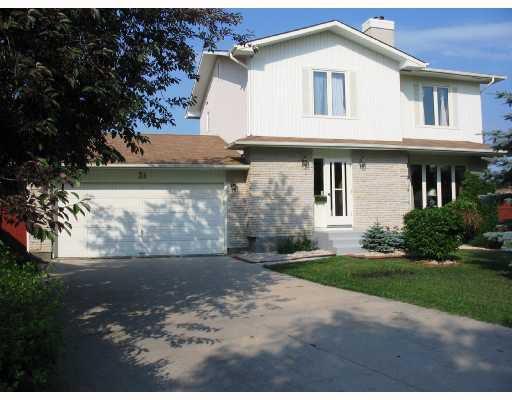Main Photo: 31 FAIRLAND Cove in WINNIPEG: Fort Garry / Whyte Ridge / St Norbert Residential for sale (South Winnipeg)  : MLS®# 2812376