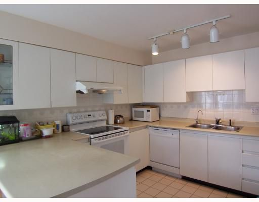"""Main Photo: 12 7345 SANDBORNE Avenue in Burnaby: South Slope Townhouse for sale in """"SANDBORNE WOODS"""" (Burnaby South)  : MLS®# V786262"""