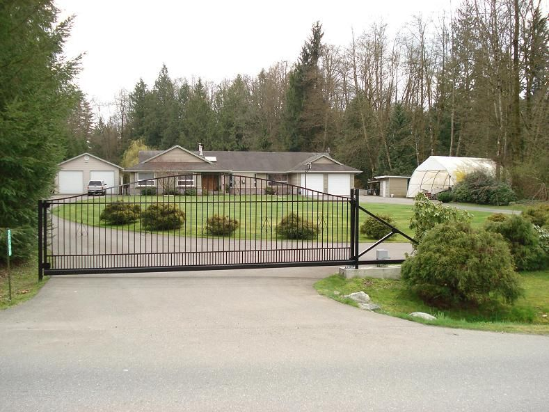 Main Photo: 26598 64TH Avenue in Langley: County Line Glen Valley House for sale : MLS®# F2901181