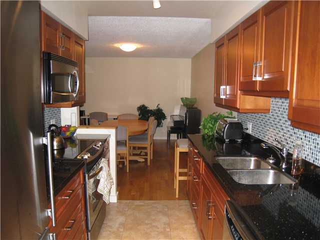 """Main Photo: 110 1424 WALNUT Street in Vancouver: Kitsilano Condo for sale in """"WALNUT PLACE"""" (Vancouver West)  : MLS®# V866925"""