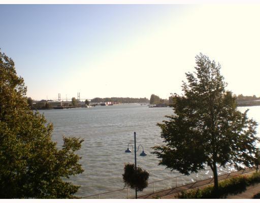 "Main Photo: 306 12 K DE K Court in New Westminster: Quay Condo for sale in ""DOCKSIDE"" : MLS®# V790692"