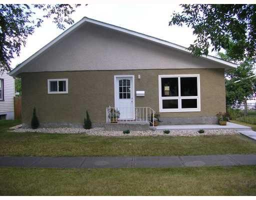 Main Photo: 403 MELBOURNE Avenue in WINNIPEG: East Kildonan Residential for sale (North East Winnipeg)  : MLS®# 2815196