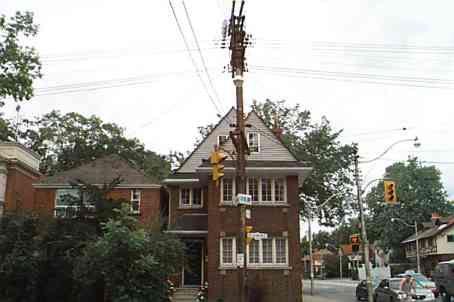 Main Photo: 262 E St Clair Avenue in Toronto: House (2 1/2 Storey) for lease (C09: TORONTO)  : MLS®# C1461027