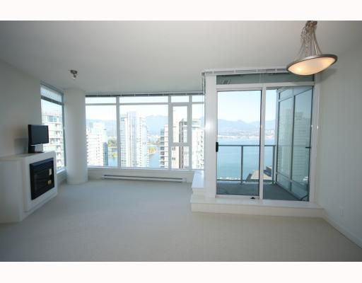 """Main Photo: 2701 1188 W PENDER Street in Vancouver: Coal Harbour Condo for sale in """"SHAPPHIRE"""" (Vancouver West)  : MLS®# V790032"""