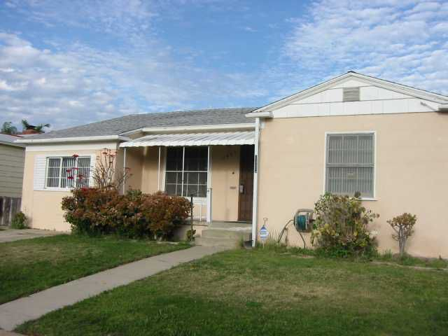 Main Photo: NATIONAL CITY House for sale : 4 bedrooms : 1405 J Avenue