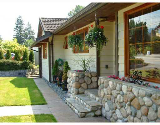 """Main Photo: 1990 FULTON Avenue in West Vancouver: Ambleside House for sale in """"AMBLESIDE"""" : MLS®# V789796"""