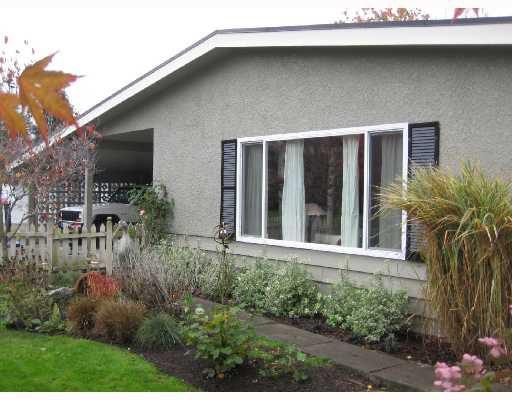 """Main Photo: 9400 GLENDOWER Drive in Richmond: Saunders House for sale in """"GLENACRES"""" : MLS®# V742296"""