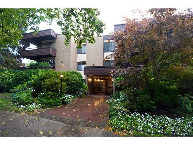 """Main Photo: 109/ 1710 W 13TH Avenue in Vancouver: Fairview VW Condo for sale in """"PINE RIDGE"""" (Vancouver West)  : MLS®# V865435"""