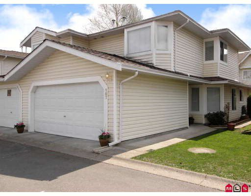"""Main Photo: 107 9177 154TH Street in Surrey: Fleetwood Tynehead Townhouse for sale in """"CHANTILLY LANE"""" : MLS®# F2910966"""
