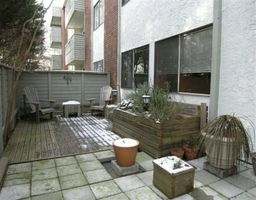Photo 3: Photos: 1515 CHESTERFIELD Ave in North Vancouver: Central Lonsdale Condo for sale : MLS®# V626116