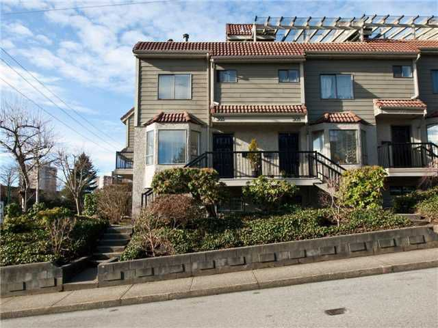 """Main Photo: 303 ST ANDREWS Avenue in North Vancouver: Lower Lonsdale Townhouse for sale in """"ST ANDREWS MEWS"""" : MLS®# V867631"""