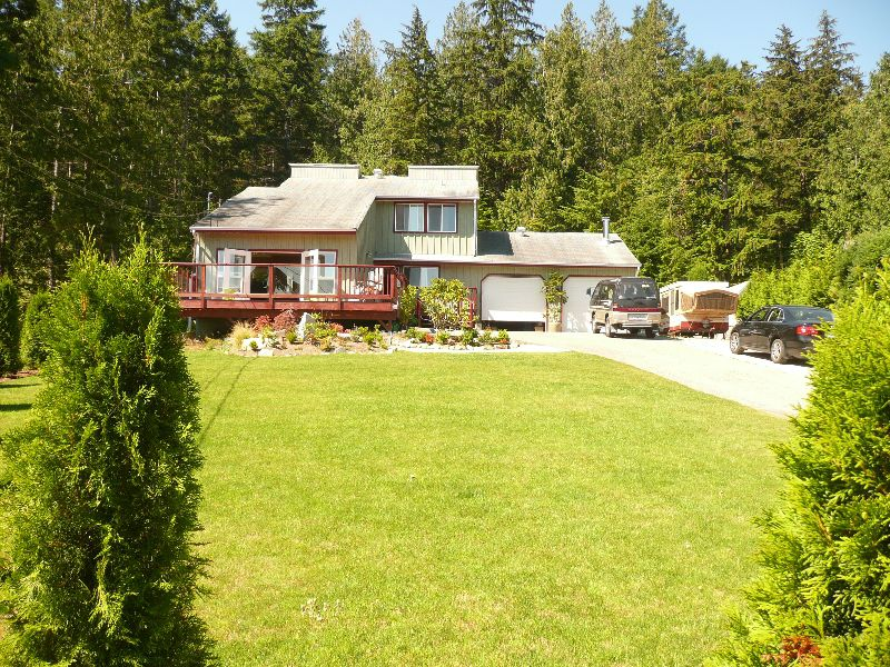 "Main Photo: 5465 WAKEFIELD Road in Sechelt: Sechelt District House for sale in ""WEST SECHELT"" (Sunshine Coast)  : MLS®# V724475"