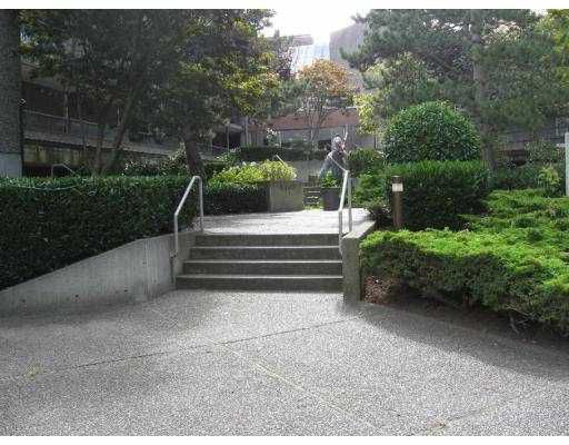 """Main Photo: 117 8460 ACKROYD Road in Richmond: Brighouse Condo for sale in """"THE ARBORETUM"""" : MLS®# V746687"""