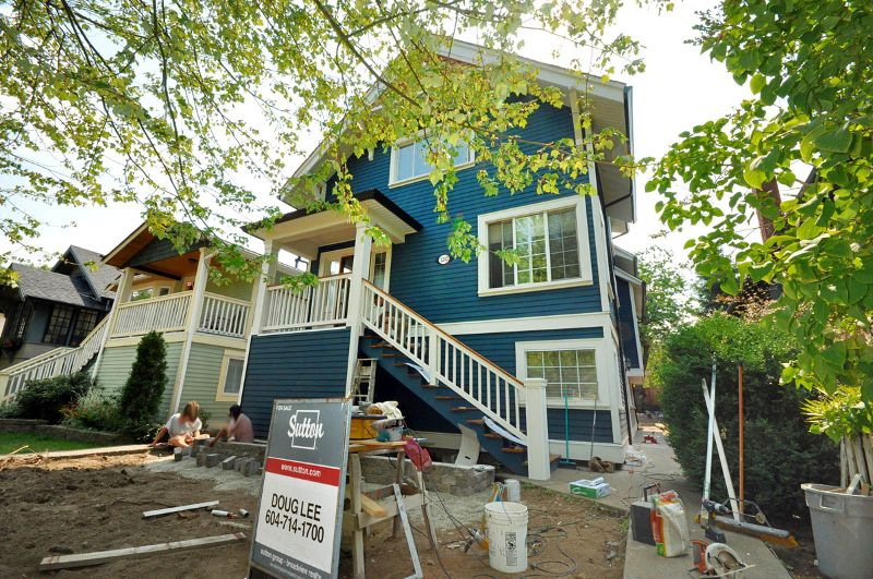 "Main Photo: 1242 E 15TH Avenue in Vancouver: Mount Pleasant VE House for sale in ""Mt. Pleasant"" (Vancouver East)  : MLS®# V780258"