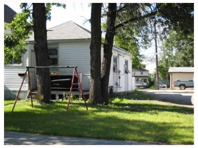 Main Photo: 557 DOUCET Street in WINNIPEG: St Boniface Residential for sale (South East Winnipeg)  : MLS®# 2710760