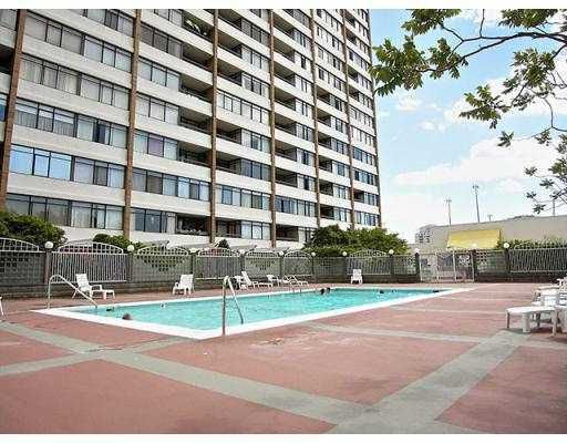"""Main Photo: 412 6611 MINORU Boulevard in Richmond: Brighouse Condo for sale in """"REGENCY PARK TOWERS"""" : MLS®# V781114"""