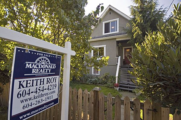 """Main Photo: 1648 E 10TH Avenue in Vancouver: Grandview VE House for sale in """"THE DRIVE"""" (Vancouver East)  : MLS®# V732186"""