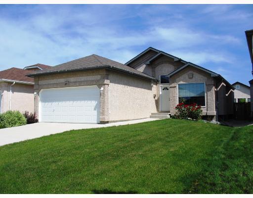 Main Photo: 67 THURSTON Bay in WINNIPEG: River Heights / Tuxedo / Linden Woods Residential for sale (South Winnipeg)  : MLS®# 2820301