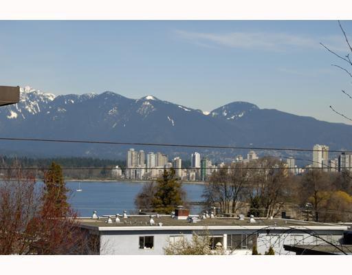"""Main Photo: 301 1631 VINE Street in Vancouver: Kitsilano Condo for sale in """"VINE GARDENS"""" (Vancouver West)  : MLS®# V760139"""