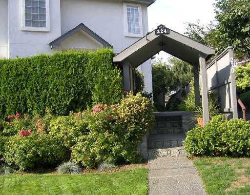 Main Photo: 2 224 W 16TH Street in North_Vancouver: Central Lonsdale Townhouse for sale (North Vancouver)  : MLS®# V731001