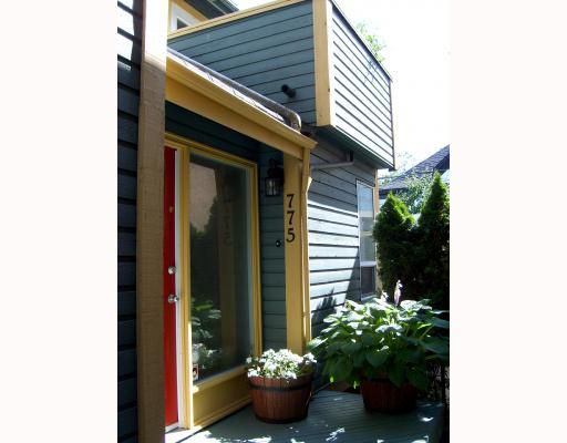 Main Photo: 775 KEEFER Street in Vancouver: Mount Pleasant VE Townhouse for sale (Vancouver East)  : MLS®# V777768