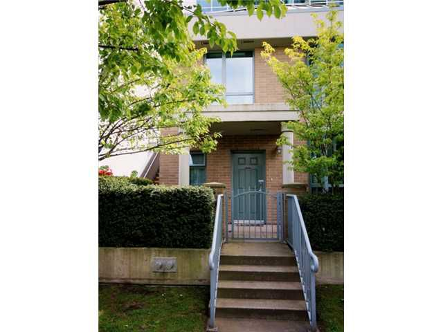 """Main Photo: TH1 1889 ROSSER Avenue in Burnaby: Brentwood Park Townhouse for sale in """"THE BUCHANAN"""" (Burnaby North)  : MLS®# V829881"""