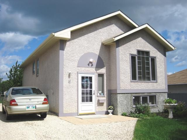 Main Photo: 9 RED OAK Drive in WINNIPEG: North Kildonan Residential for sale (North East Winnipeg)  : MLS®# 1016787