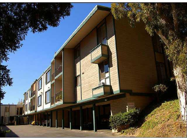 Main Photo: PACIFIC BEACH Residential for sale : 1 bedrooms : 4750 Noyes St #125 in San Diego