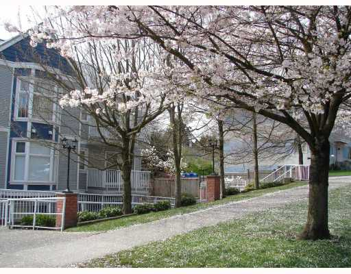 "Main Photo: 301 526 13TH Street in New_Westminster: Uptown NW Condo for sale in ""REGENT COURT"" (New Westminster)  : MLS®# V752221"