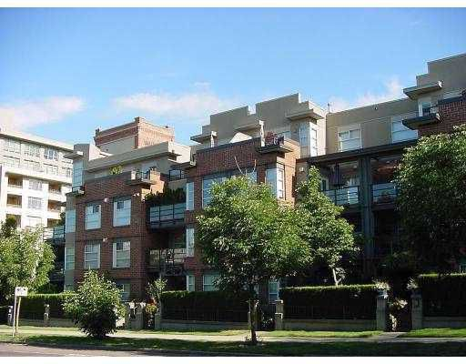 """Main Photo: 309 2181 W 12TH Avenue in Vancouver: Kitsilano Condo for sale in """"THE CARLINGS"""" (Vancouver West)  : MLS®# V761095"""