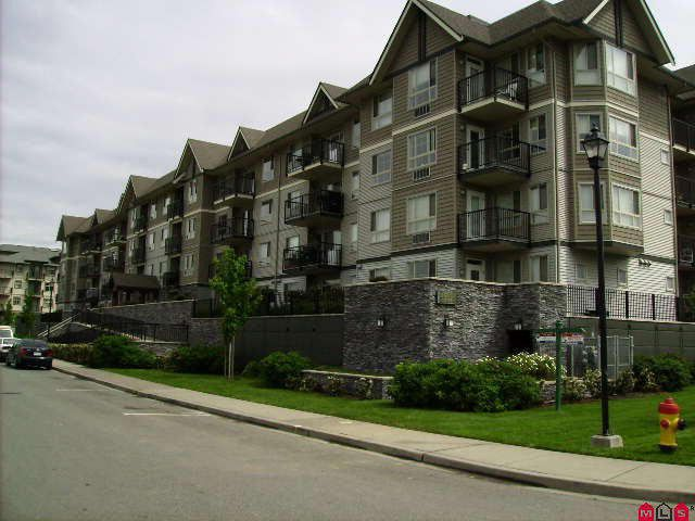 Main Photo: 400 9000 BIRCH Street in Chilliwack: Chilliwack W Young-Well Condo for sale : MLS®# H1002037