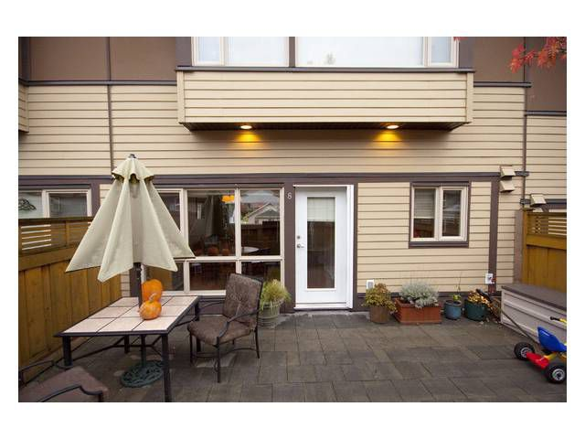 """Main Photo: 8 2389 CHARLES Street in Vancouver: Grandview VE Townhouse for sale in """"CHARLES PLACE"""" (Vancouver East)  : MLS®# V858110"""