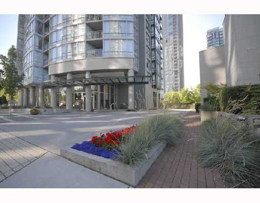 "Main Photo: 306 1438 RICHARDS Street in Vancouver: False Creek North Condo for sale in ""AZURA"" (Vancouver West)  : MLS®# V721393"