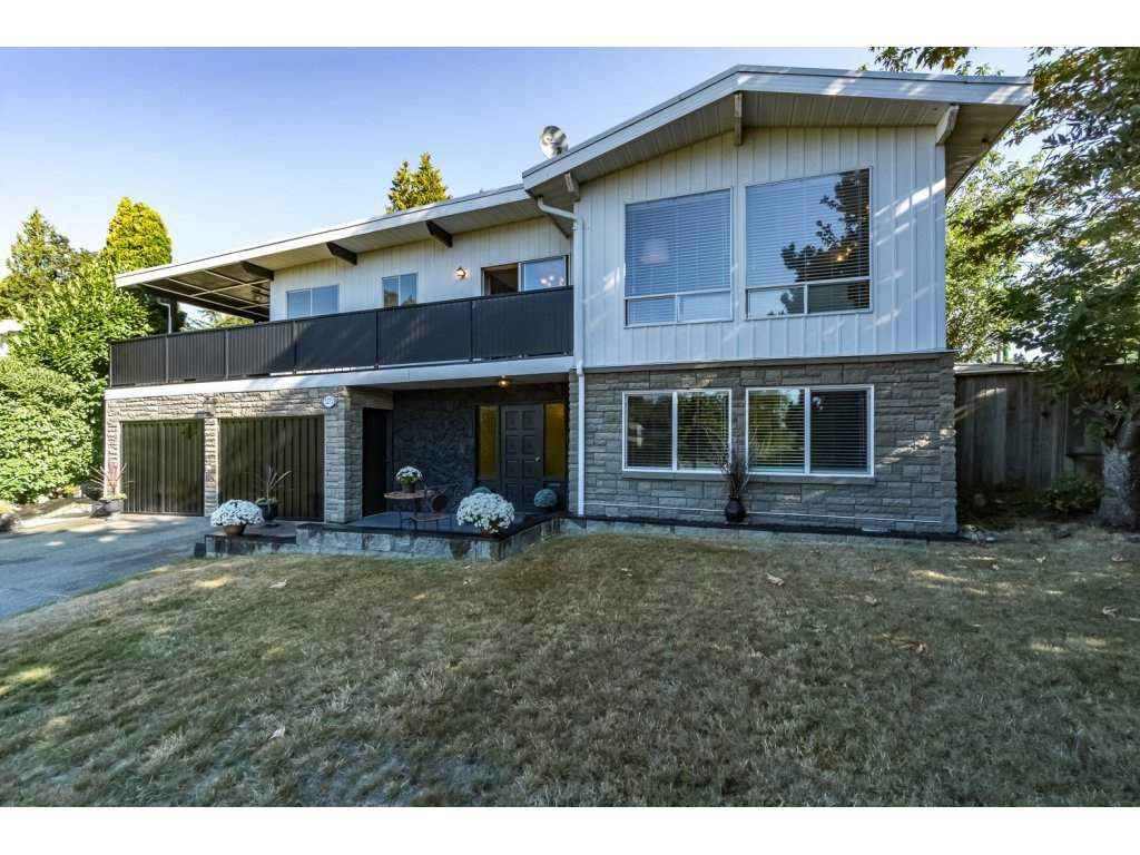 Main Photo: 5275 SPRINGDALE Court in Burnaby: Parkcrest House for sale (Burnaby North)  : MLS®# R2100952