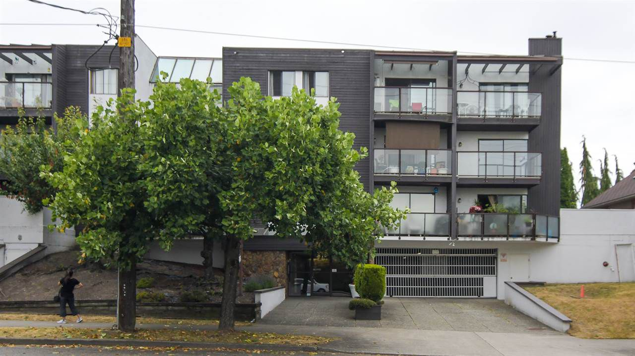 "Main Photo: 209 315 TENTH Street in New Westminster: Uptown NW Condo for sale in ""Springbok"" : MLS®# R2186142"