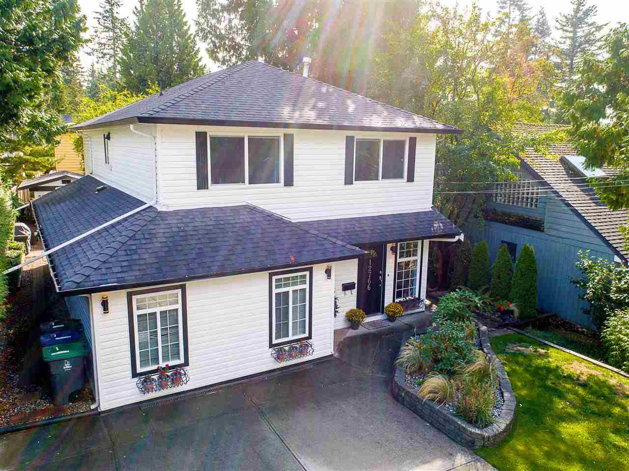 Main Photo: 12766 15A Avenue in Surrey: Crescent Bch Ocean Pk. House for sale (South Surrey White Rock)  : MLS®# R2206945