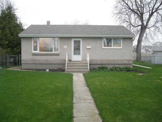 Main Photo: 31 BERNIER Bay in WINNIPEG: Windsor Park / Southdale / Island Lakes Residential for sale (South East Winnipeg)  : MLS®# 1108834