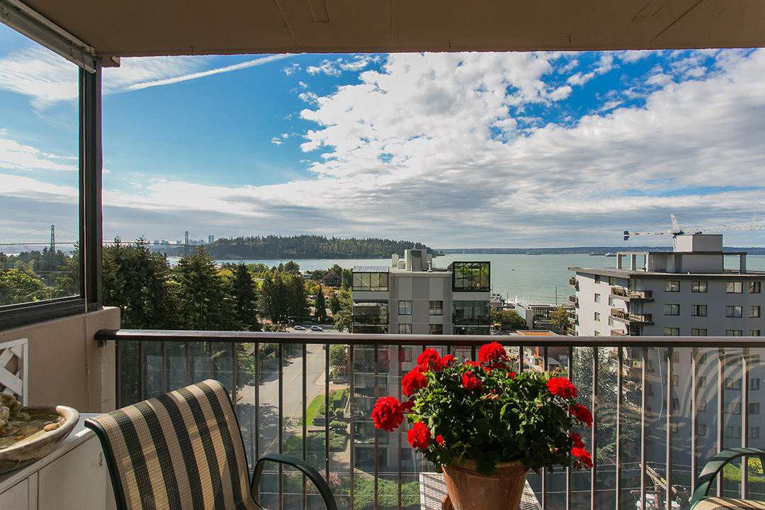 """Main Photo: 801 555 13TH Street in West Vancouver: Ambleside Condo for sale in """"PARKVIEW TOWERS"""" : MLS®# R2105654"""