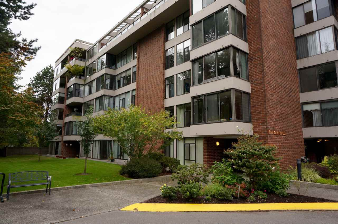 """Main Photo: 606 4101 YEW Street in Vancouver: Quilchena Condo for sale in """"Arbutus Village"""" (Vancouver West)  : MLS®# R2109803"""