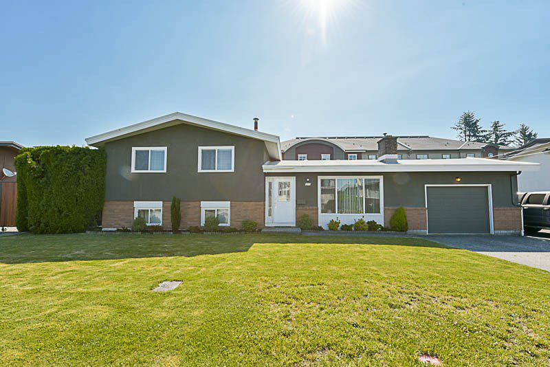 Main Photo: 9010 SUNSET Drive in Chilliwack: Chilliwack W Young-Well House for sale : MLS®# R2184277