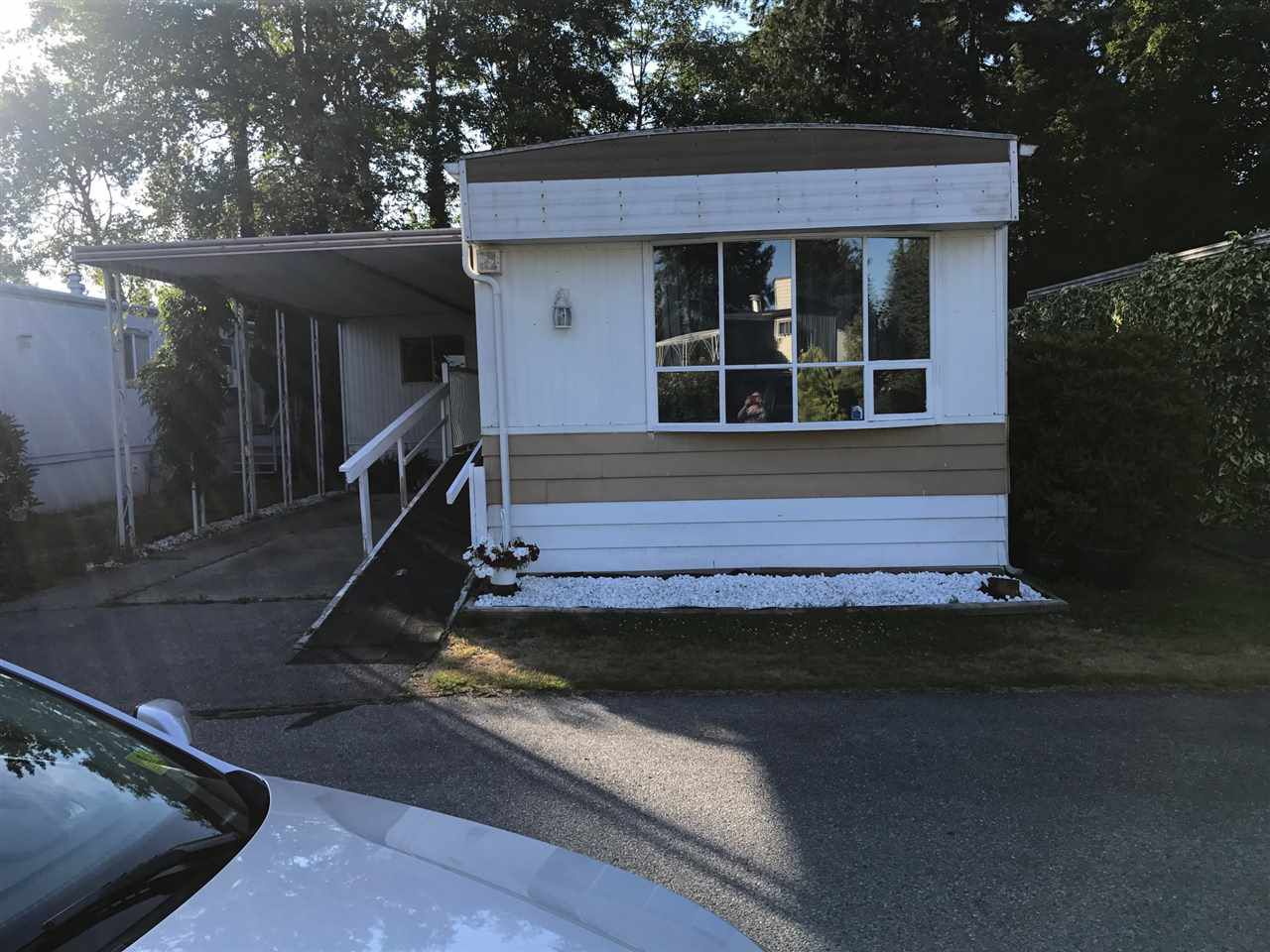 "Main Photo: 89 8560 156 Street in Surrey: Fleetwood Tynehead Manufactured Home for sale in ""West Villa"" : MLS®# R2191955"