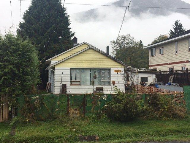 Main Photo: 38883 BRITANNIA Avenue in Squamish: Dentville House for sale : MLS®# R2216153