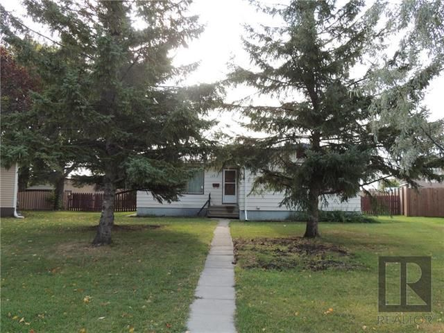 Main Photo: 152 Ridley Place in Winnipeg: Crestview Residential for sale (5H)  : MLS®# 1825350