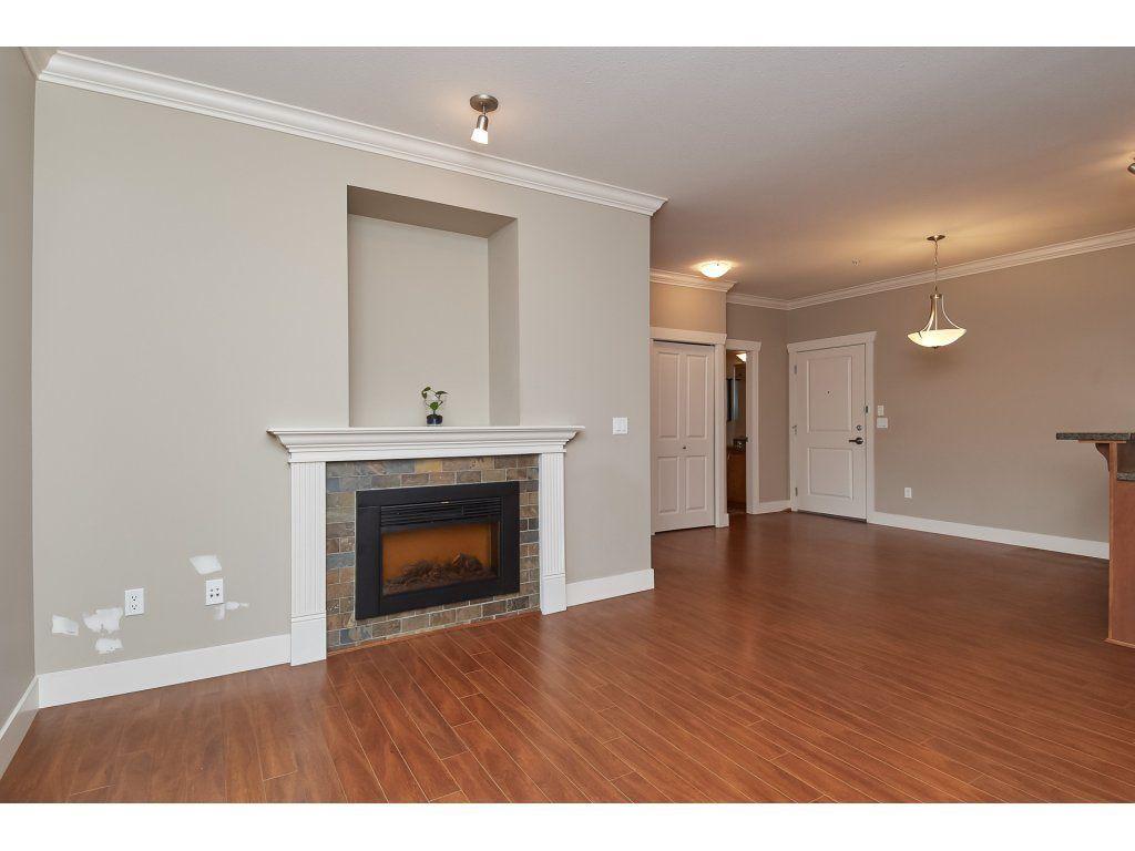 "Main Photo: 306 15368 17A Avenue in Surrey: King George Corridor Condo for sale in ""OCEAN WYNDE"" (South Surrey White Rock)  : MLS®# R2332910"