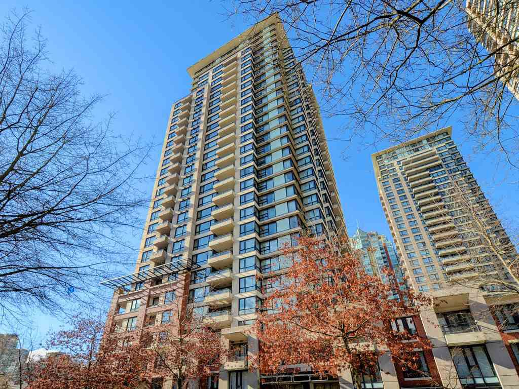 "Main Photo: 1901 977 MAINLAND Street in Vancouver: Yaletown Condo for sale in ""Yaletown Park 3"" (Vancouver West)  : MLS®# R2348596"