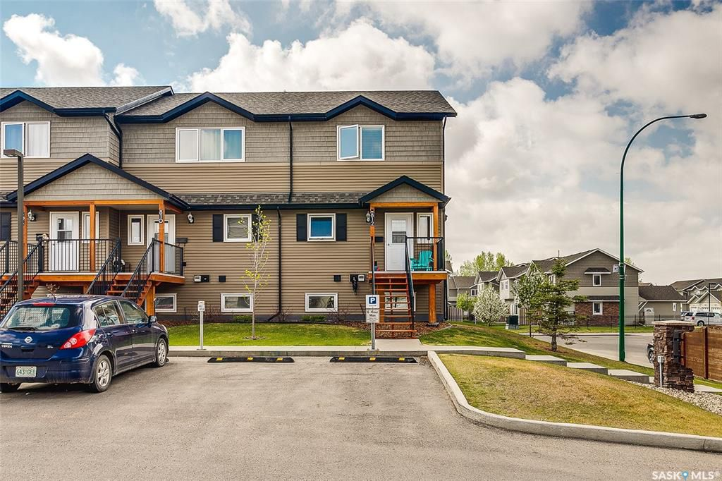 Main Photo: 812 110 Shillington Crescent in Saskatoon: Blairmore Residential for sale : MLS®# SK773464